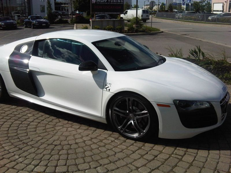 R8 V10