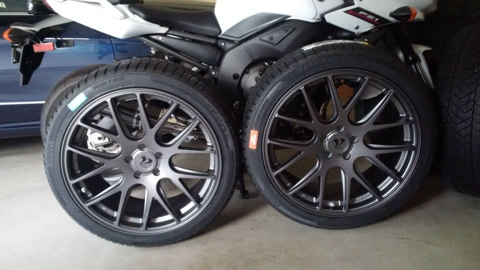 Sottozero 3 mounted on Axis Graphite wheels (245/40R20 - 20x9 5-112 ET35)